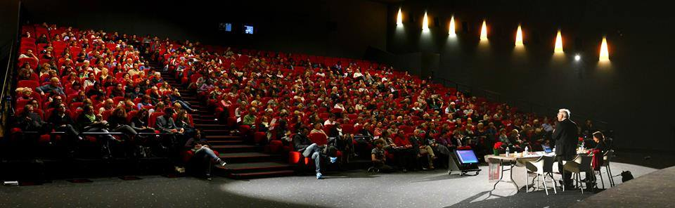 Evreux foto sala llena